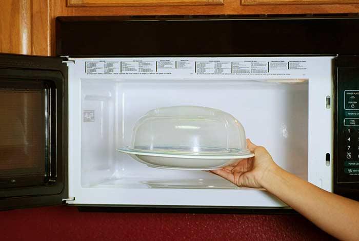 microwaving your food in plastic